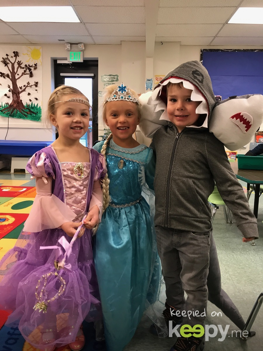 Avery's and her ISD classmates  Halloween 2017